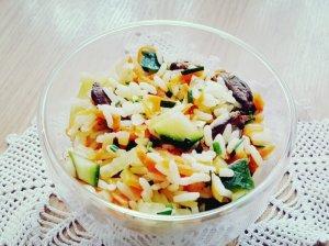 Ryžių ir širdelių salotos su daržovėmis