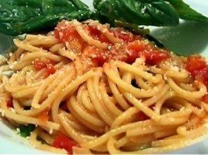 Spagečiai su pomidorais ir sūriu