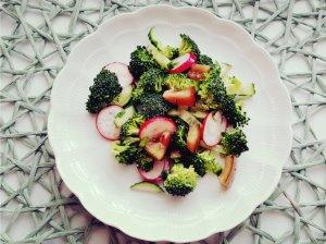 Brokolių salotos su daržovėmis