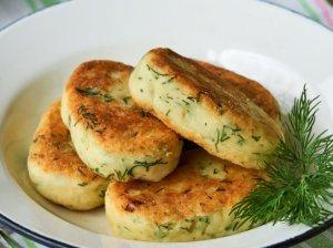 Virtų bulvių kepsneliai su sūriu