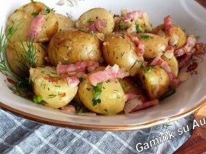 Bulvės su šoninės ir grietinės padažu