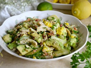 Vištienos, avokado ir agurkų salotos