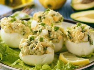 Įdaryti kiaušiniai su avokadais (be majonezo)