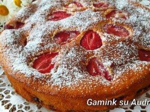 Greitas kefyro pyragas su braškėmis