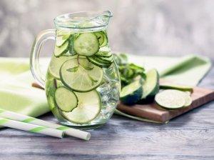 Gaivus vanduo su agurkais, citrinomis ir mėtomis