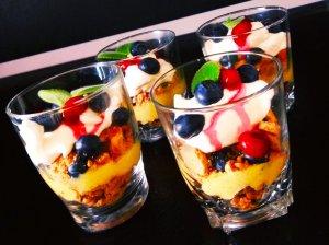 Sausainių desertas su citrinų kremu