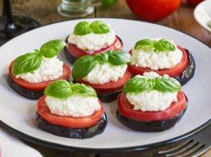 Baklažanų užkandėlė su pomidorais ir varške