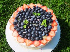 Grietininis tortas su uogomis