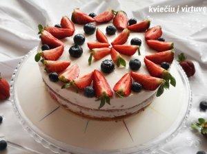 Jogurtinis tortas su želė gabaliukais
