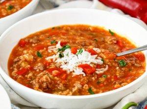 Soti pomidorų ir paprikų sriuba su mėsa