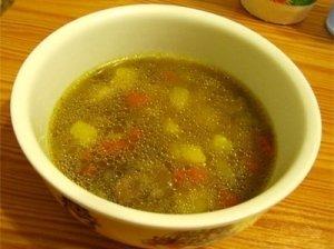 Skanioji gysločių lapų sriuba