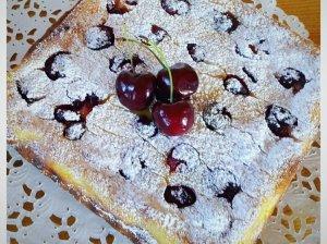 Grietininis varškės pyragas su trešnėmis