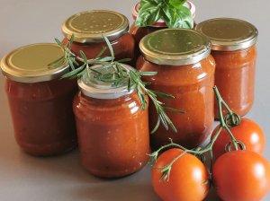Keptas pomidorų padažas žiemai