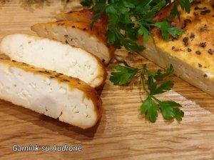Orkaitėje keptas varškės sūris pikantiškai