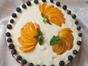 Nekeptas varškės tortas su persikais