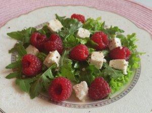 Gaivios salotos su avietėmis ir feta