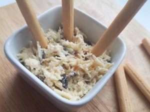 Sūrio užtepėlė su džiovintomis slyvomis