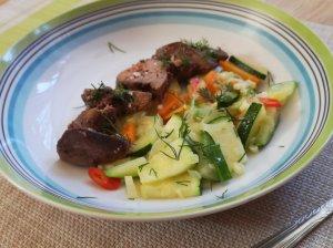 Keptos vištienos kepenėlės su daržovėmis