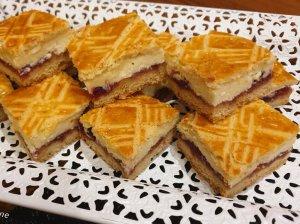 Minkštas pyragas su varške ir uogiene