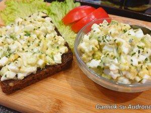 Greitos avokado salotos (be majonezo)