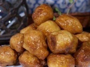 Džiūvėsėlių spurgos medaus padaže