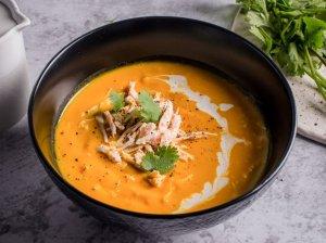 Tiršta moliūgų sriuba su vištiena ir kokoso pienu