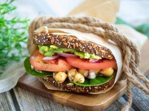 Maistingi avinžirnių sumuštiniai su avokadais (veganiški)