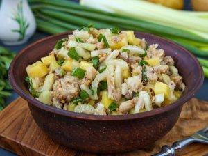 Skumbrės salotos su bulvėmis (be majonezo)