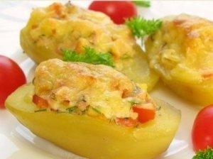 Pomidorais ir sūriu įdarytos bulvės