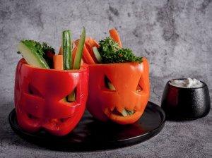 Paprikų ir daržovių užkandėlė su jogurtiniu padažu