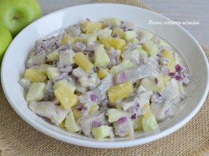 Silkės salotos su ananasais ir obuoliais