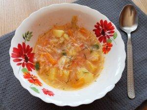 Kopūstų sriuba su pomidorais