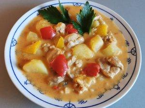 Guliašinė vištienos sriuba