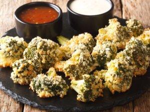 Traškūs brokoliai džiūvėsėliuose