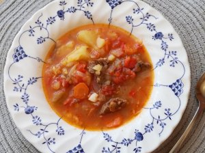 Tiršta daržovių sriuba su aviena