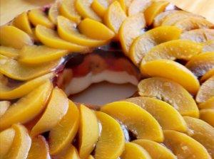 Želė pyragas su persikais