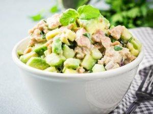 Gaivios tuno salotos su avokadais ir agurkais