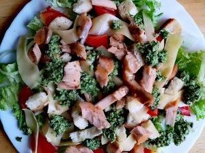 Gaivios salotos su lašiša ir daržovėmis