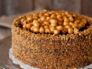 Karamelinis tortas su riešutais - nuodėmingai skanus