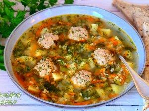 Soti agurkinė sriuba su mėsos kukulaičiais