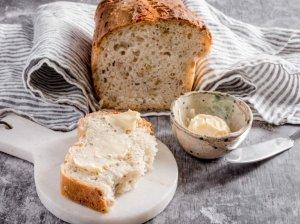 Nereali naminė kvietinė duona
