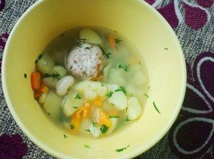 Pupelių sriuba su mėsos kukuliais