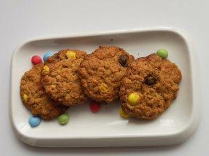 Avižiniai sausainiai su spalvotais saldainiukais