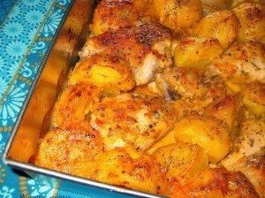 Kvapni vištiena su bulvėmis orkaitėje