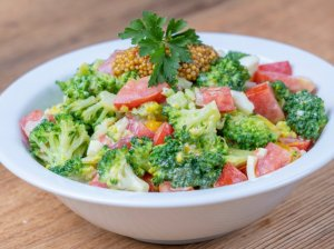 Brokolių salotos su kiaušiniais