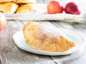 Greiti pyragėliai su obuoliais (keptuvėje ar orkaitėje)