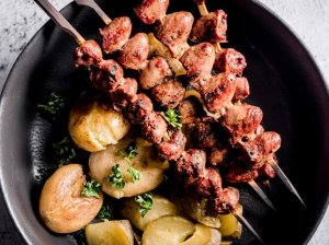 Vištienos širdelių iešmeliai su bulvytėmis