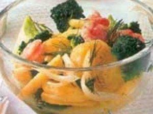 Bulvių salotos su brokoliais ir krevetėmis
