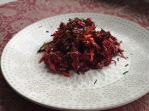 Rytietiškos raudonųjų kopūstų salotos
