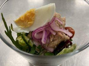 Tuno salotos su tūkstančio salų padažu
